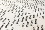 Impresión y corte de etiquetas en vinilo autoadhesivo